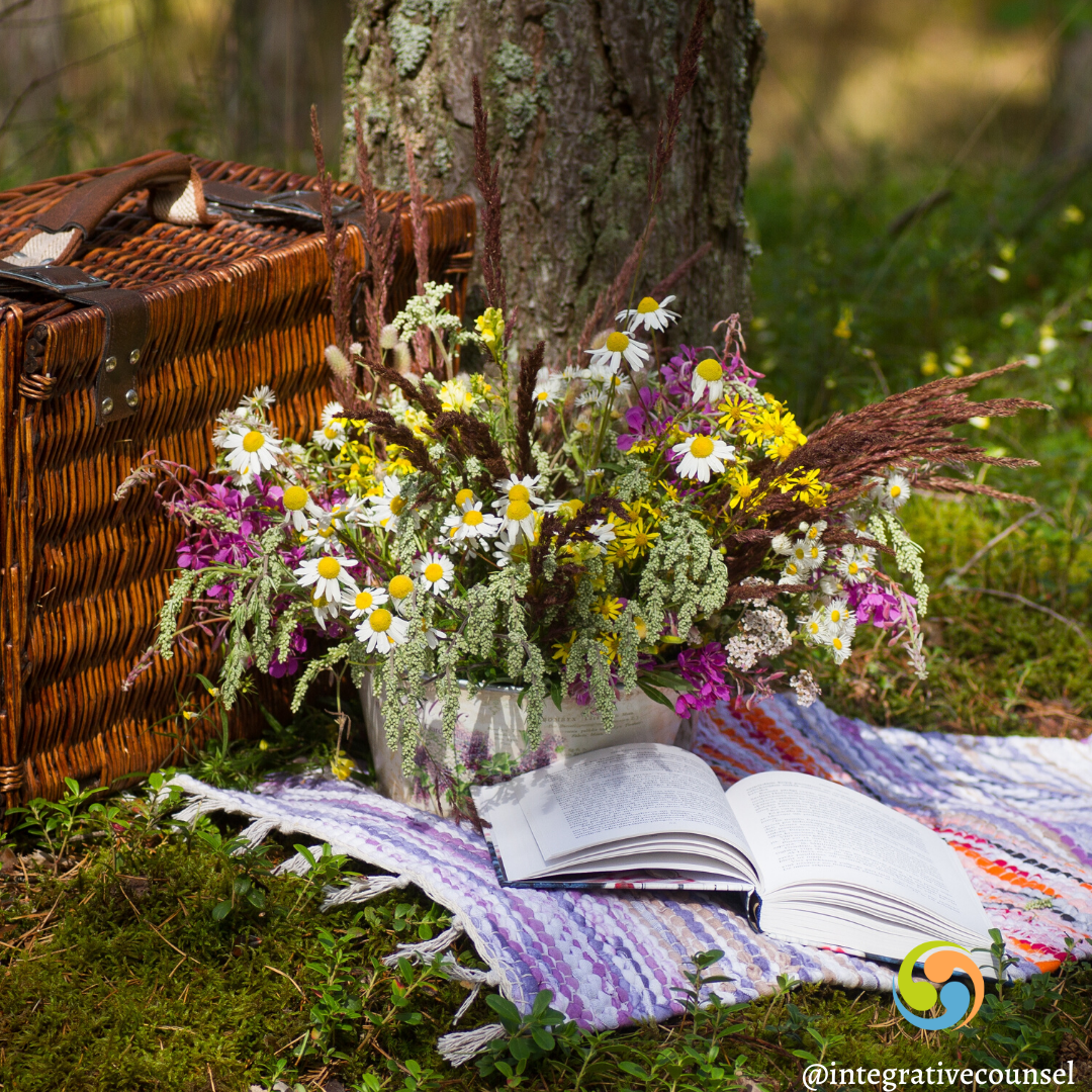 You are currently viewing How Tapping Into Your Intuition is like Packing a Picnic